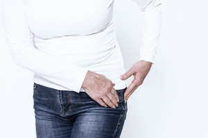 Les troubles imputés à un rejet de prothèse peuvent être du à une allergie.