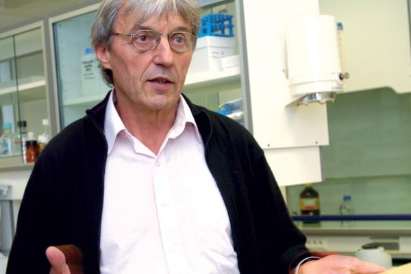 Christian Rémésy est nutritionniste aujourd'hui à la retraite. Il a été directeur de recherche à l'Inra  de Clermont- Ferrand.