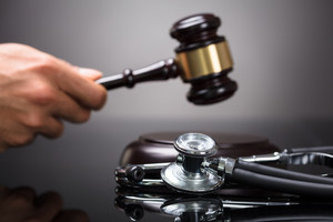 Covid-19 : des « médecins-expérimentateurs » menacés de suspension