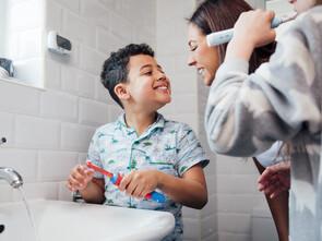 L'idéal est de se laver les dents trois fois deux minutes par jour.