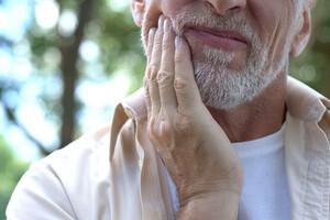 Mieux prévenir Alzheimer par la santé bucco dentaire ?