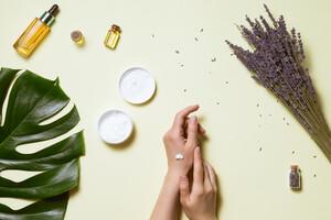 Huiles essentielles, citron et argile pour limiter les dégâts cutanés liés à l'acné
