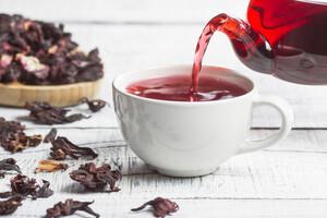 De l'hibiscus en décoction contre l'hypertension