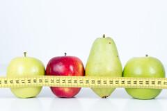 La graisse abdominale (silhouette en pomme) serait plus mauvaise pour la santé que la graisse sous-cutanée au niveau des hanches (silhouette en poire).