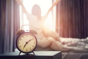 Se coucher et se lever une heure plus tôt pour moins déprimer ?
