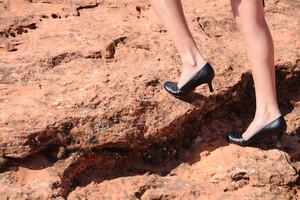 Une bonne posture, mais également des chaussures adaptées, sont essentielles.