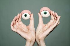 Cernes et poches sous les yeux : pénibles mais pas invincibles !