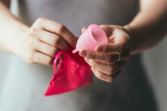 La coupe menstruelle révolutionne discrètement les protections intimes
