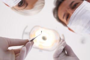Consultez votre dentiste au moins deux fois par an.