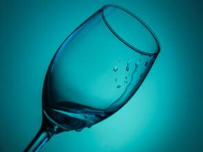Avons-nous vraiment besoin de boire deux litres d'eau par jour ?