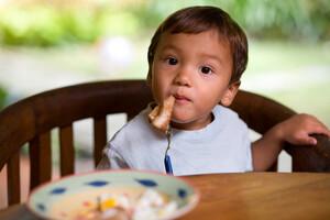 Asthme de l'enfant: faites-lui manger du poisson