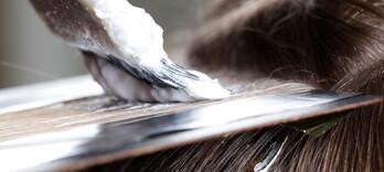 Colorations des cheveux : évitez le «scalp chimique» - Alternative Santé
