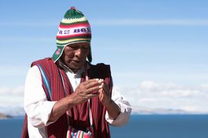 Pour un chaman, tout se soigne grâce aux sons et et aux bonnes vibrations.