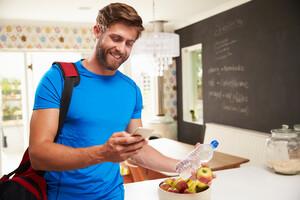Un mode de vie sain, une alimentation équilibrée et riche en fruits et légumes, ainsi qu'une activité physique régulière sont prescrits.