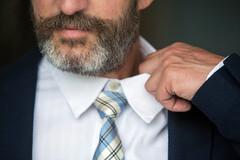 Messieurs, connaissez-vous le coup/coût de la cravate?