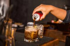 Boire quotidiennement des sodas augmenterait de 55 % le risque de développer une stéatose métabolique.