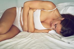 L'achillée se charge de soulager les crampes abdominales.