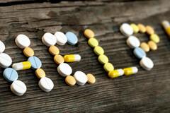 L'usage à long terme des antidépresseurs n'est pas un phénomène rare : leur fonction se borne à limiter la sévérité des symptômes et à contenir au mieux le risque suicidaire, mais n'en règle pas la cause.