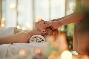 La fasciathérapie repose sur l'existence d'un mouvement interne de vie dans le corps et les tissus, que certains gestes doux et lents peuvent relancer.