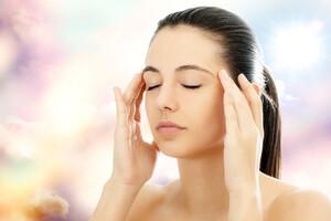 Les médecines complémentaires possèdent des remèdes pour soulager la crise : relaxation, massage aux huiles essentielles..