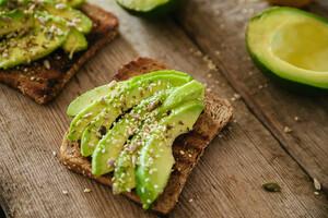 Riche en calories, un avocat contient des nutriments qui aident à maigrir et à réguler le système nerveux.