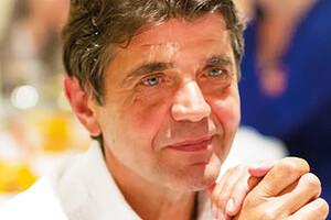 Dr Michel Lenois se consacre depuis plusieurs années à la rédaction d'ouvrages médicaux destinés au grand public. Il s'est intéressé notamment à l'autisme, à l'ostéoporose et au cancer de la prostate.