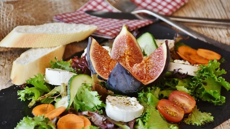 L'hygiène de vie se joue en grande partie dans l'assiette. Privilégiez une alimentation crue et bio.