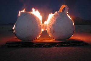 Cancer du sein : faut-il à nouveau brûler son soutien-gorge ?