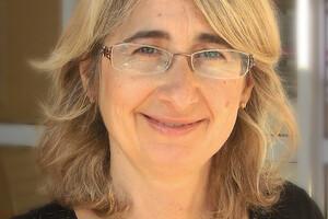 Explorant les approches alternatives, le Dr Valérie Foussier, endocrinologue depuis une vingtaine d'années, associe à sa prise en charge une approche en art-thérapie sous diverses formes: écriture, dessin, théâtre, etc.