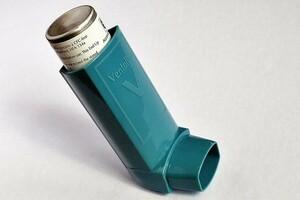 Traiter l'asthme, avec ou sans médicaments