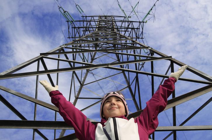 Des lignes à haute tension à l'électroménager, les risques sur la santé des basses fréquences se précisent